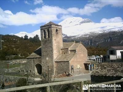Pueblo con encanto España - Ainsa; viajes con amigos; sendero;